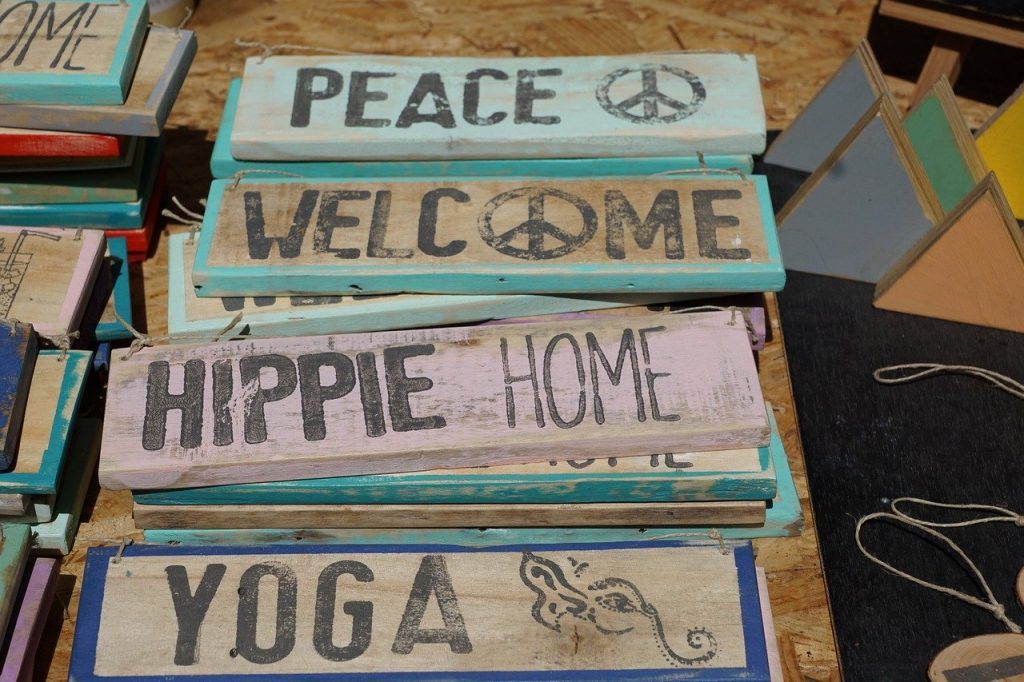 Ibiza hippie markt houten borden